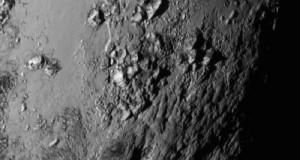 Eccezionali immagini inviate da Plutone: montagne recenti e vulcani che eruttano ghiaccio