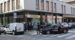 Per rapinare una banca marocchina si travestono da nordafricani, 2 arrestati