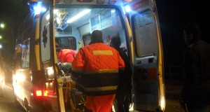 Piazza Principessa Clotilde: ragazza in moto contro auto Enjoy, è in coma