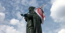 La bandiera rossa di Basilio Rizzo sventola sul suk delle colonne (VIDEO)