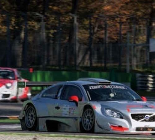 Café racer e auto performanti protagoniste del weekend all'Autodromo Nazionale Monza