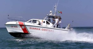 Due giovani milanesi su catamarano alla deriva nel Tirreno. Salvate dalla Capitaneria