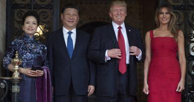 Miliardi e grande diplomazia. Trump va in Cina ed è accolto come un re