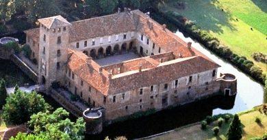 Traditi da una scala, tre rom beccati a rubare dentro il Castello Borromeo