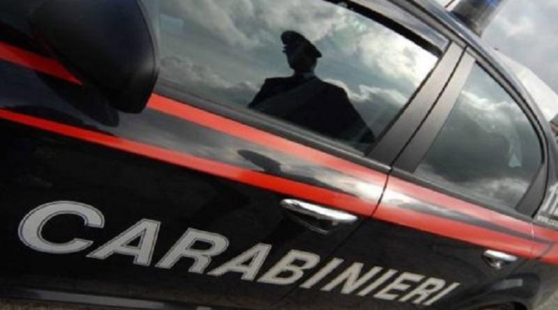 Milano, agente immobiliare sequestrato dai clienti: