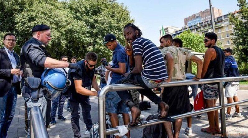 Milano, bottiglie contro due poliziotti in Stazione Centrale