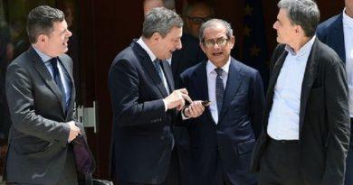 A Bruxelles Tria difende l'euro e le banche italiane