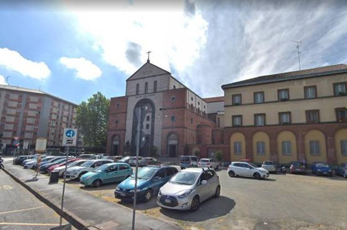 Santa rita da cascia via le auto di fronte al santuario milano post - Le finestre di fronte ...