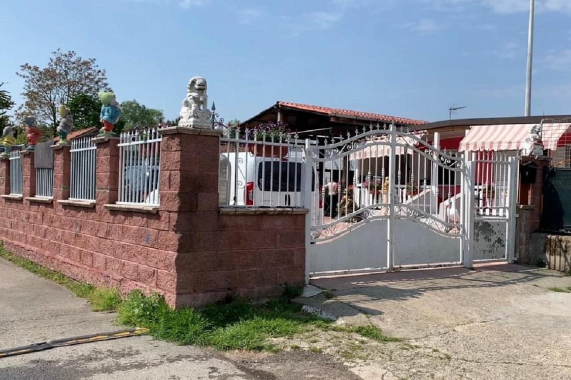 La classe alta dei rom disoccupati possiede ville e for Molinari arredamenti