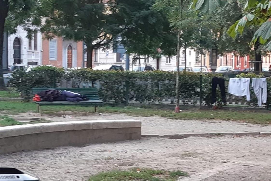 Sedie Via Corelli Milano.Piazza Aspromonte Ordinarie Scene Di Degrado Ma Dobbiamo Proprio